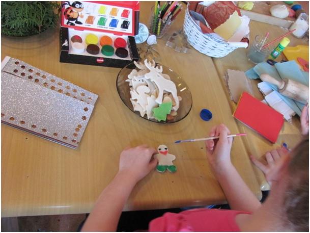 Przedświąteczne warsztaty plastyczne dla dzieci z rodzin zastępczych